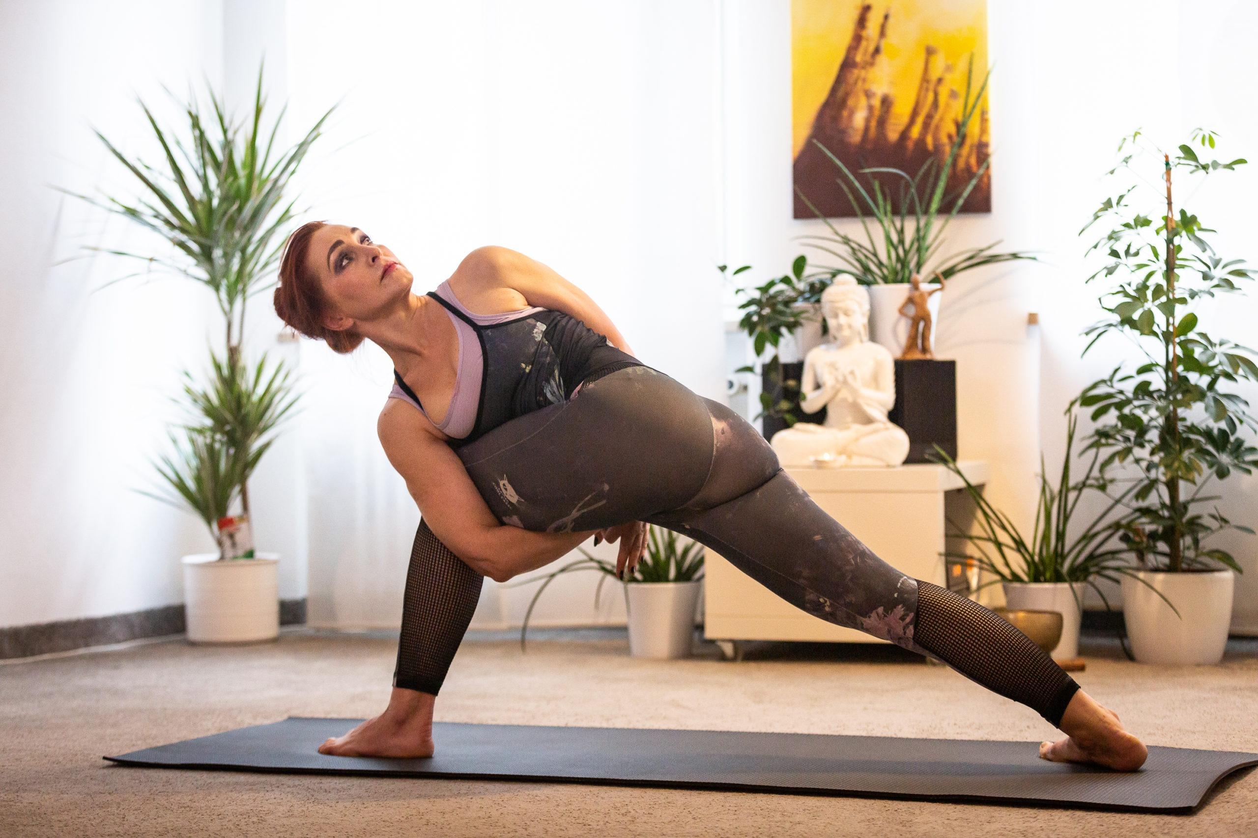 Elena Skodina ist die Eigentümer des Santosha Yogastudios in Augsburg seit über 15 Jahren
